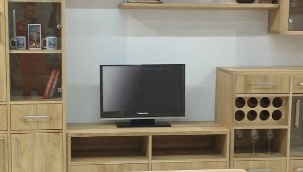 ein tv st nder eiche massiv soligna. Black Bedroom Furniture Sets. Home Design Ideas